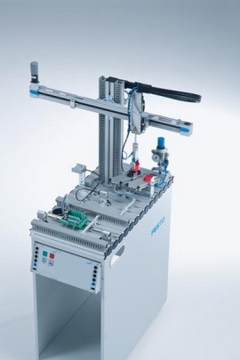 MPS® handling station, electric: Electric handling technology with linear axes
