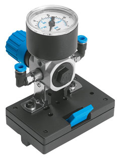Pressure regulator valve with pressure gauge